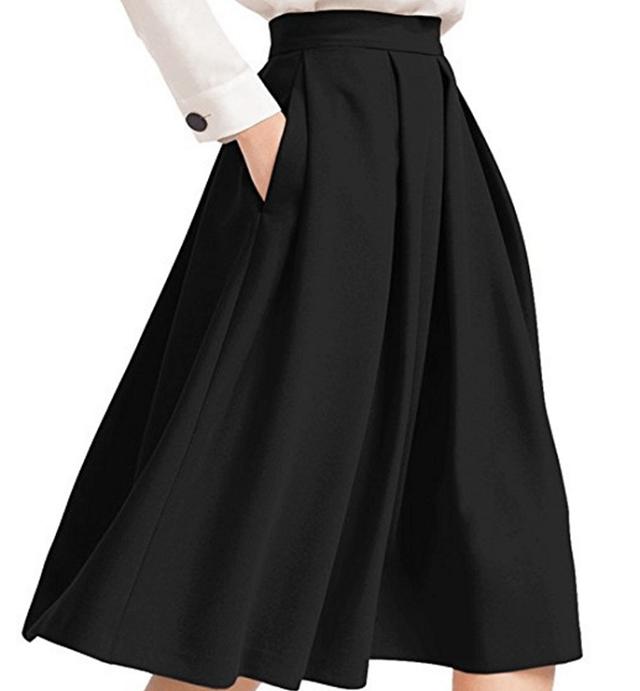 Chân váy xếp ly - phong cách không thể thiếu của con gái